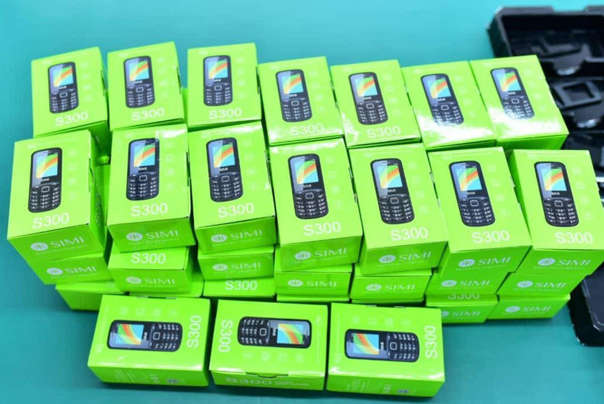 The Simi S300 Is The First Phone To Be Made In Uganda And It S Not Even A Smartphone Techjaja